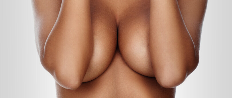mellfelvarras-implantatummal
